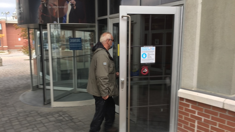 """""""Les"""" enters Gateway Casino in London, Ont. on Oct. 10, 2020. (Bryan Bicknell/CTV London)"""