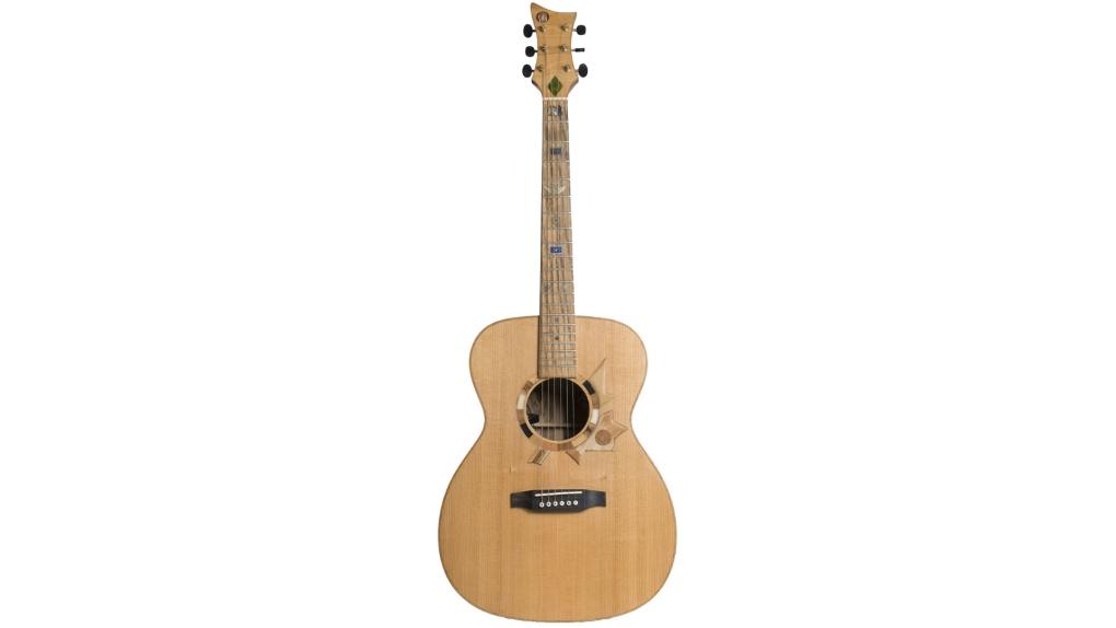 Voyageur guitar