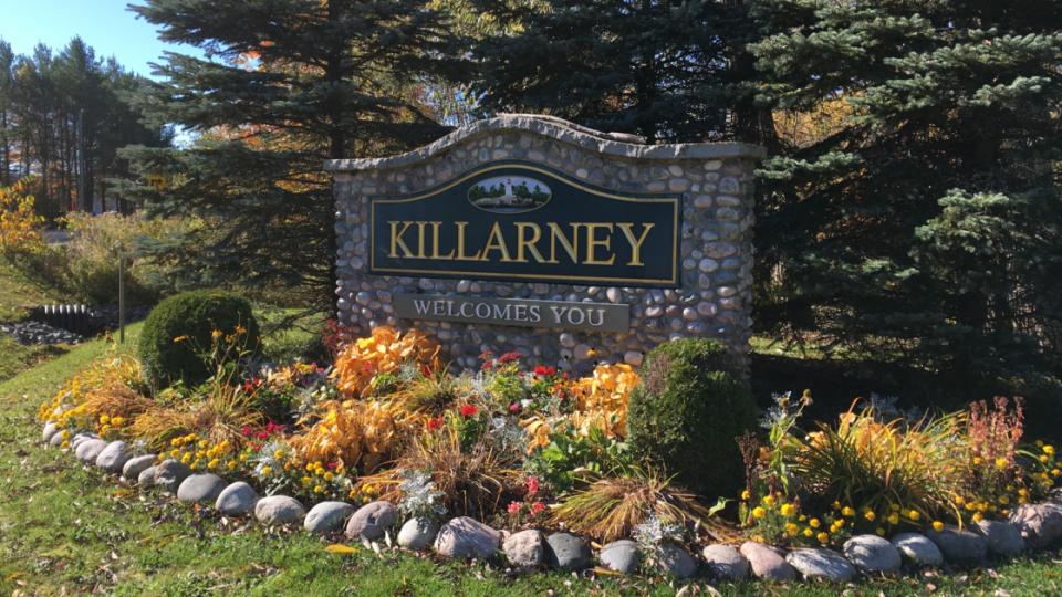 Killarney welcome sign