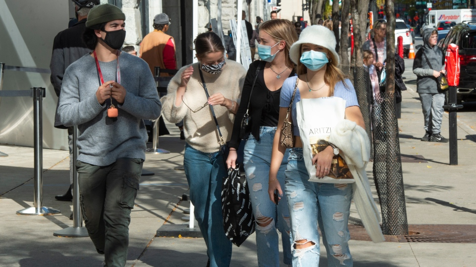 More Quebecers say their wearing masks outdoors