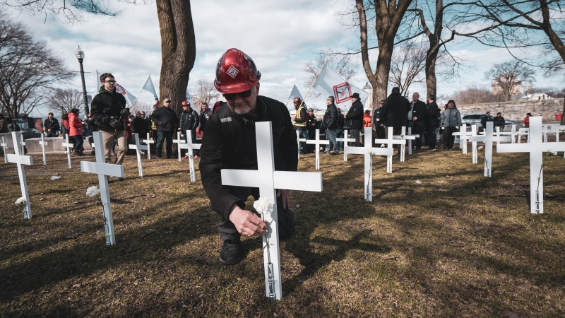 The FTQ-Construction union and Steelworkers union want the CAQ government to improve safety on roadwork sites after an alarming rise in deaths and injuries to people on crews. SOURCE: FTQ-Construction