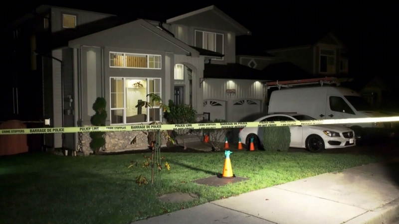 3 in hospital after apparent Maple Ridge stabbing