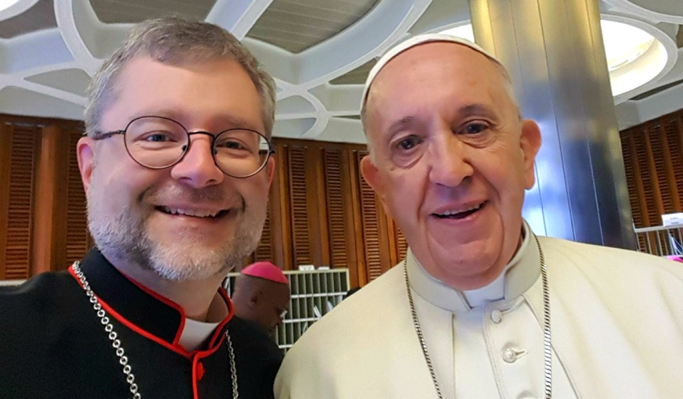Bishop Thomas Dowd is seen in a selfie with Pope Francis from 2018. (Supplied)