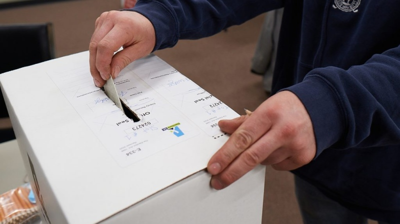 A vote is cast at an advanced polling station during the 2020 Saskatchewan Election. (Elections Saskatchewan)
