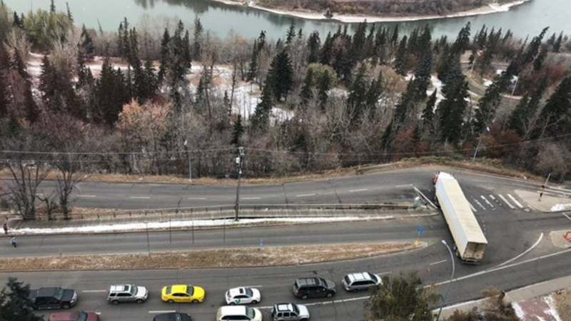 A truck driver got stuck at Saskatchewan Drive and Queen Elizabeth Park Road as he followed his GPS to get to Fort Saskatchewan. Oct. 23, 2020. (Elnaz Aliasl)
