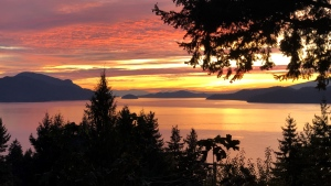 The sunset is seen from Lions Bay, B.C., in October 2020. (Shawn schnutgen / submitted)