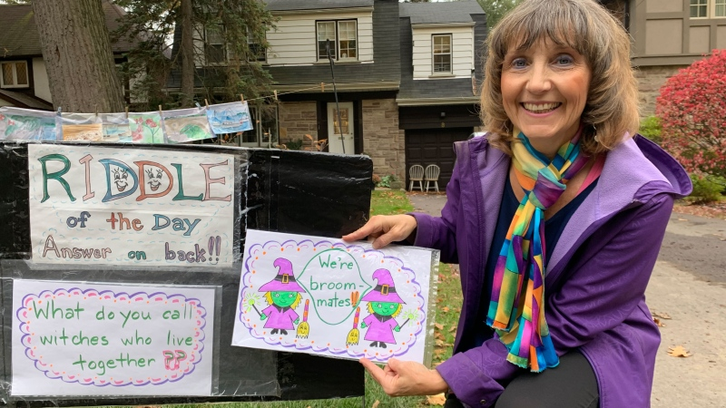 "Kim Worobec is seen with the ""Riddle of the Day"" outside of her Toronto home. (CTV News Toronto)"