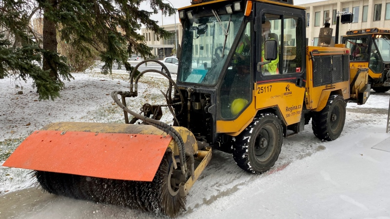 A City of Regina snow removal machine is seen in downtown Regina in this image. (Gareth Dillistone/CTV News)