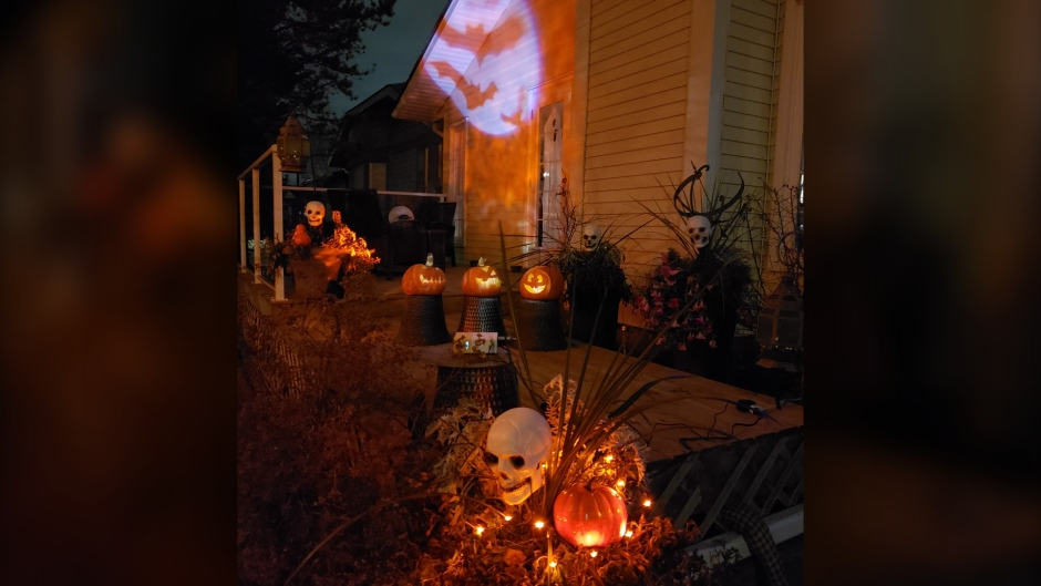 A home in the Calgary neighbourhood of Beddington Heights decorated ahead of Halloween 2020 (Stephen Land)