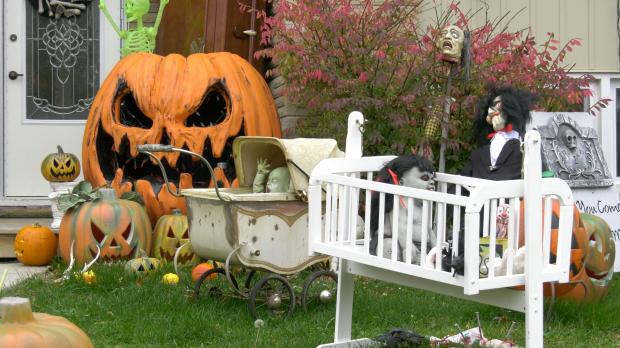 Halloween decorations in Brockville. (Nate Vandermeer/CTV News Ottawa)
