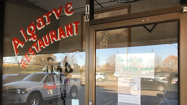 A closed notice seen posted on the front door of Algarve Restaurant on Nov. 9, 2020. (Dave Pettitt / CTV Kitchener)