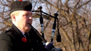A lone piper plays at the Remembrance Day ceremony at the Brookside Cemetery on Nov. 11, 2020. (Source: Glenn Pismenny/ CTV News Winnipeg)