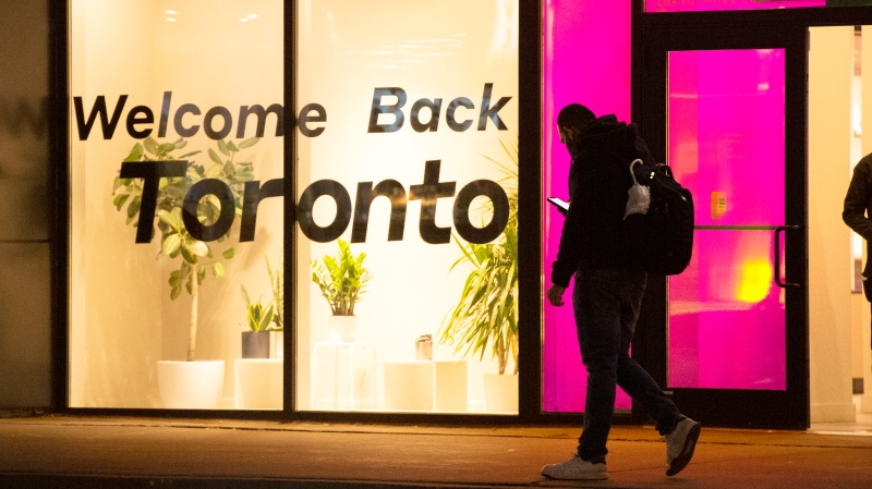 A sign in a store thanks shoppers for returning after COVID-19 lockdowns in Toronto on Monday October 26, 2020. THE CANADIAN PRESS/Frank Gunn