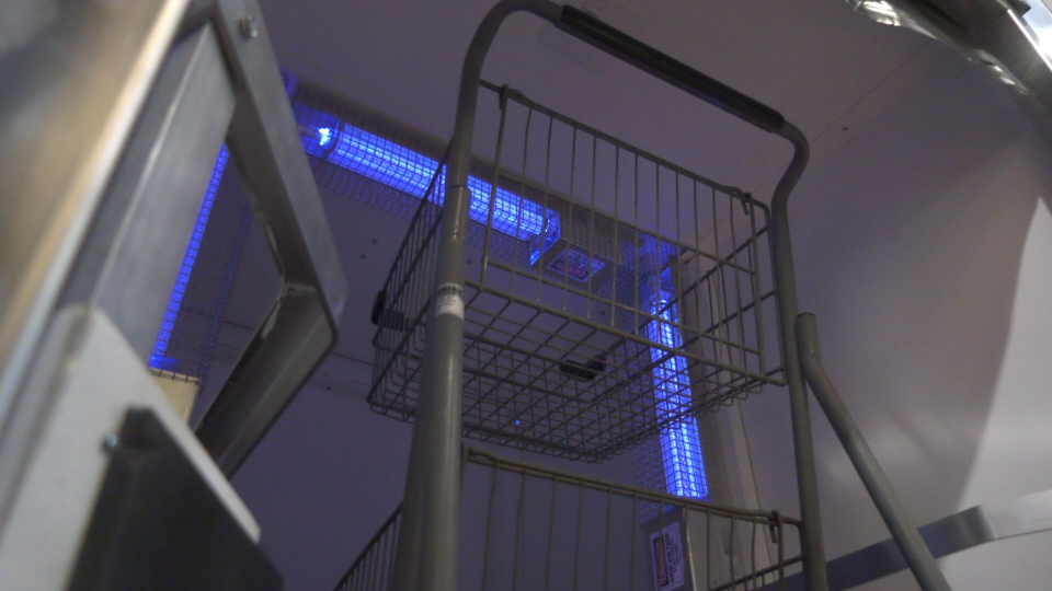 A Vancouver Island grocery store says it's the first in Canada to employ an ultraviolet light grocery cart cleaning machine: (CTV News)