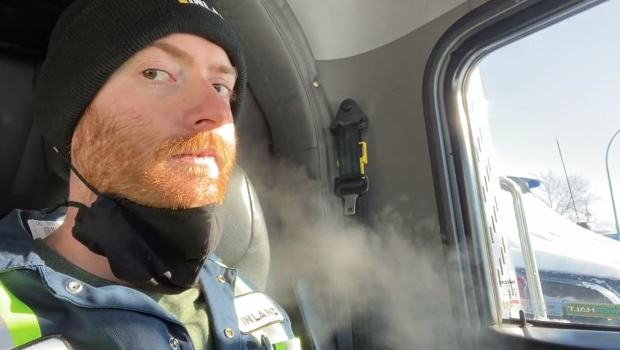Saskatoon man uses city's frigid weather to show how masks help stop COVID-19 spread