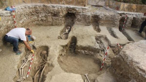 Experts say the remains had been buried according to Islamic customs. (El Patiaz Asociacion Cultural)