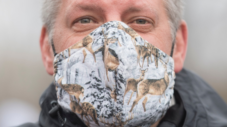 Man protests deer cull in Longueuil