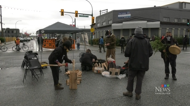 'Land defenders' block Port of Vancouver