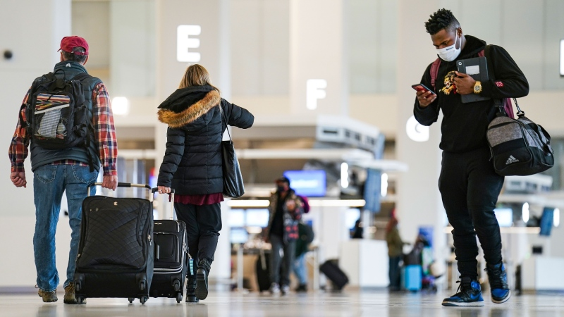 Americans risk travelling for Thanksgiving despite warnings