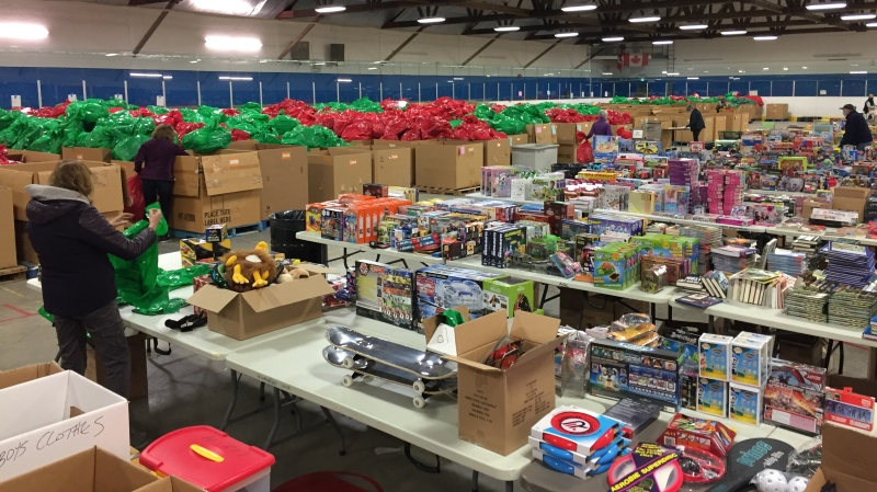 Volunteers work to prepare the Salvation Army's hampers in London, Ont. on Thursday, Nov. 26, 2020. (Bryan Bicknell / CTV News)