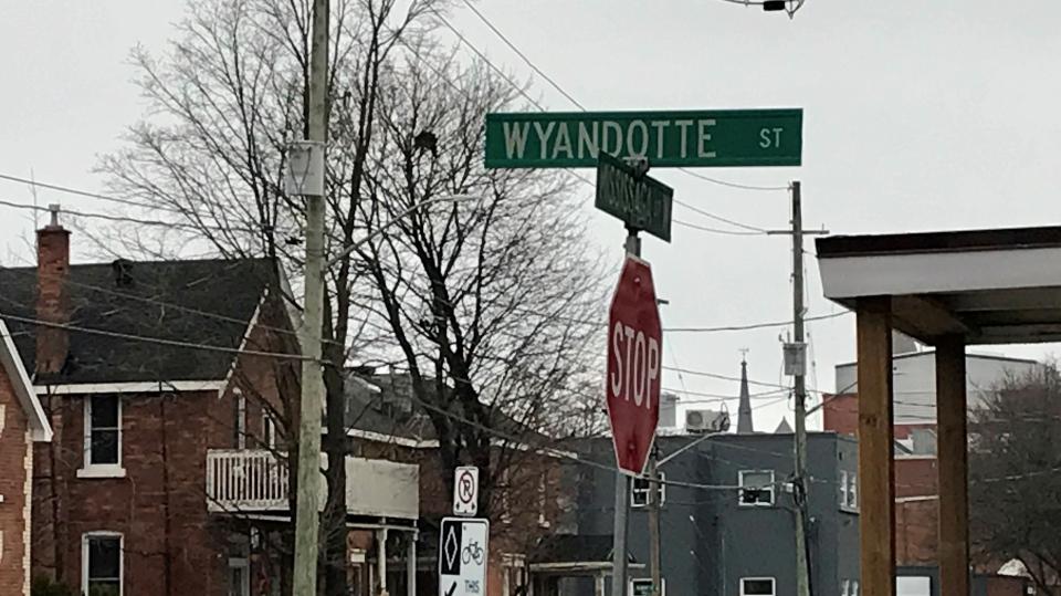 Wyandotte St