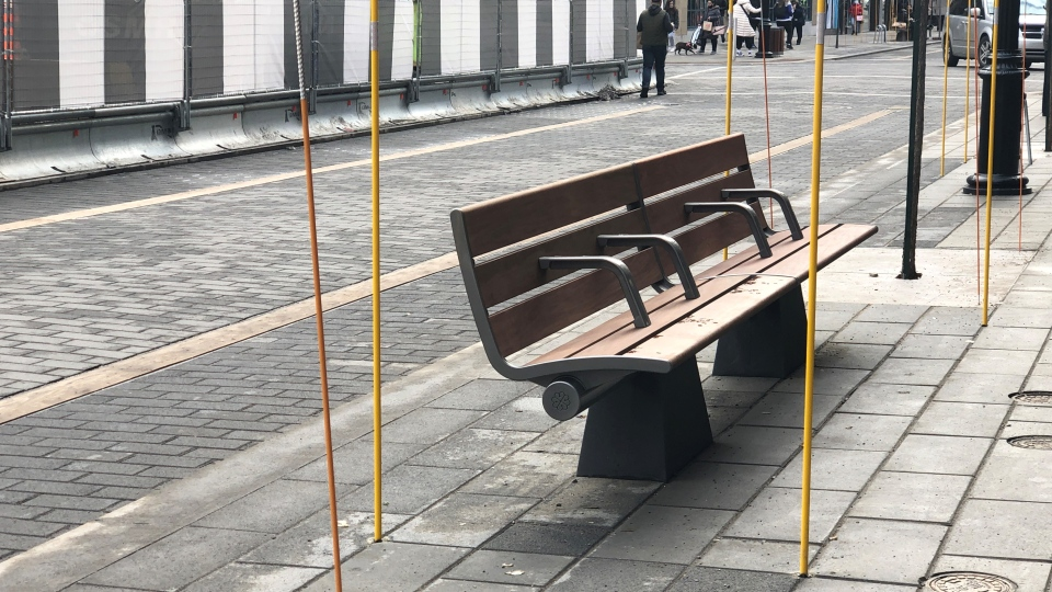 A bench on Ste-Catherine St. is being criticized by homeless advocates for sending a negative message. (Photo: CTV Montreal/Gabrielle Fahmy)