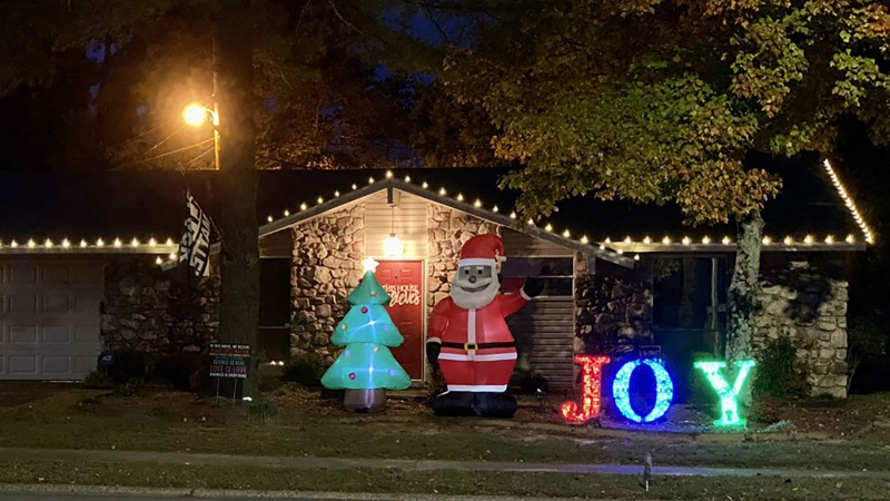 Chris Kennedy's Black Santa in his Arkansas yard. (Source: Chris Kennedy)
