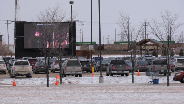 Hundreds of people attend drive-in mass at Winnipeg church