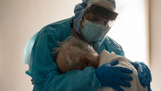 Doctor embraces elderly COVID-19 patient in heartbreaking photo from Texas