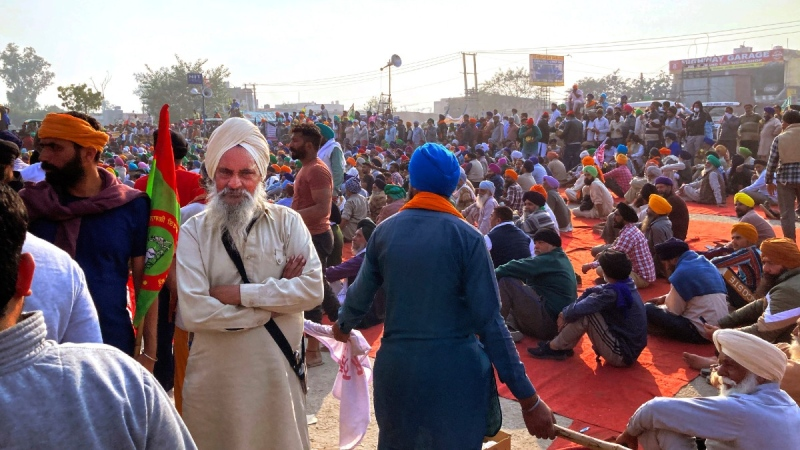 Indian farmers protesting new agriculture laws hold a meeting at the Delhi-Haryana state border, Monday, Nov. 30, 2020. (Rishi Lekhi / AP)
