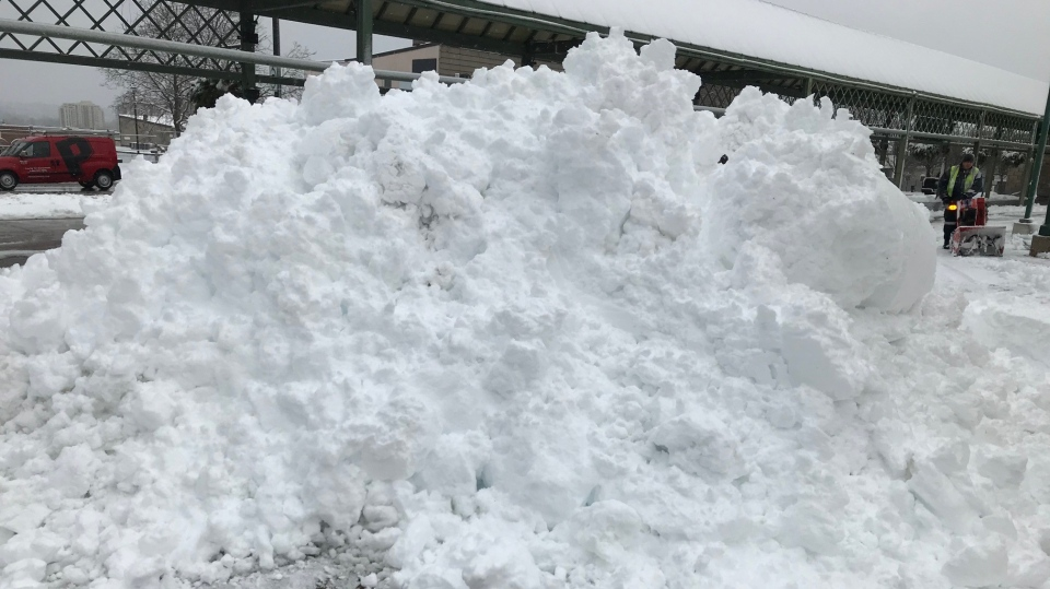Snow piles up on Tues., Dec. 1, 2020, in Barrie ,Ont., as a snow storm blankets the city. (Rob Cooper/CTV News)
