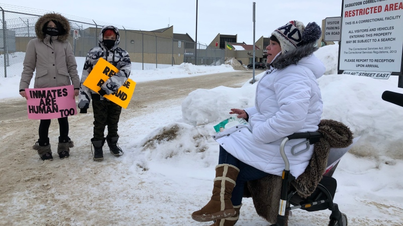 Protesters outside the Saskatoon Correctional Centre on Dec. 1, 2020. (Pat McKay/CTV Saskatoon)