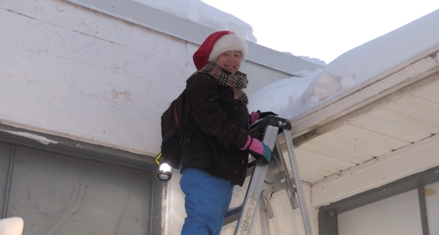 Kathie Hogan spent the night on a hardware store roof during a snowstorm for a good cause. Dec. 2/20 (Eric Taschner/CTV Northern Ontario)