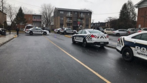 Longueil Police erected a parameter around St-Claire sur Aumont elementary school in Brossard on Dec. 2, 2020 (Photo credit: SPAL).