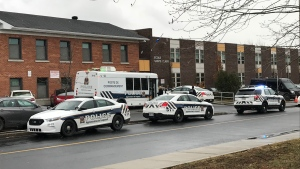Longueuil Police erected a perimeter around St-Claire Elementary School in Brossard on Dec. 2, 2020 (Pedro Querido: CTV News Montreal).