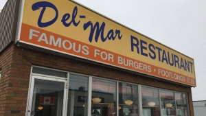 Del-Mar Restaurant braces for stricter COVID-19 measures in London, Ont. on Friday, Dec. 4, 2020. (Bryan Bicknell / CTV News)