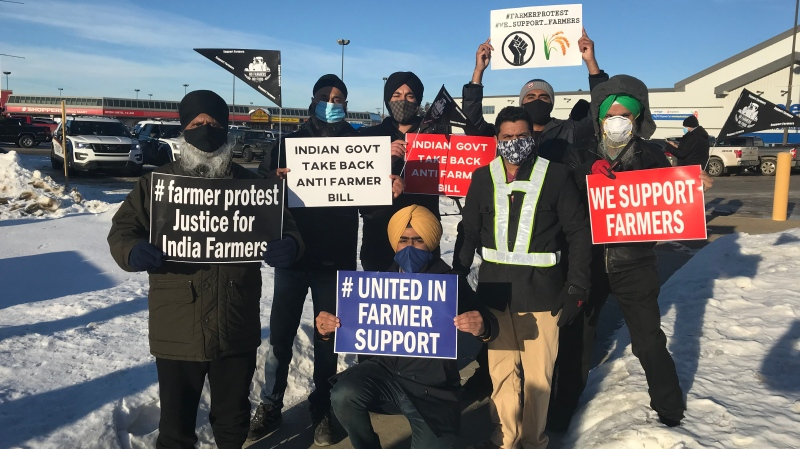 Saskatoon protesters support Indian farmers on Dec. 5, 2020. (Chad Leroux/CTV Saskatoon)