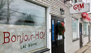 Athletica Lac Brome in Knowlton, QC jumped on the hype and posted a Bonjour-Ho! greeting in its front window. SOURCE: Athletica Lac Brome/Facebook