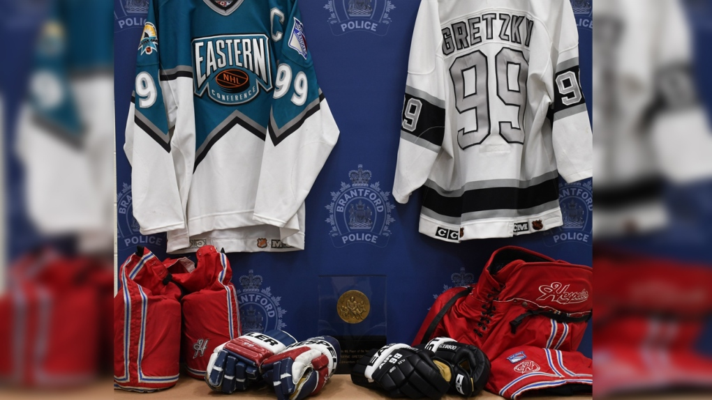 OPP detachment commander charged with fraud in Gretzky memorabilia theft