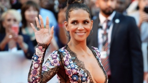 "Actor Halle Berry arrives on the red carpet for the movie ""Kings"" during the 2017 Toronto International Film Festival in Toronto on Wednesday, September 13, 2017. THE CANADIAN PRESS/Frank Gunn"