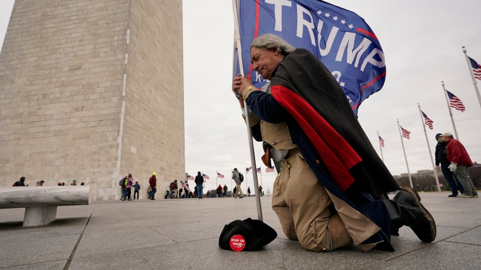 A man dressed as George Washington