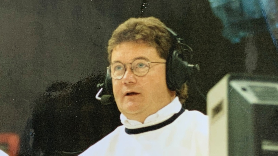 Warren Woods, a longtime Saskatchewan sports broadcaster, is currently batting COVID-19 in a Regina hospital. (Supplied: Janet Muyres)