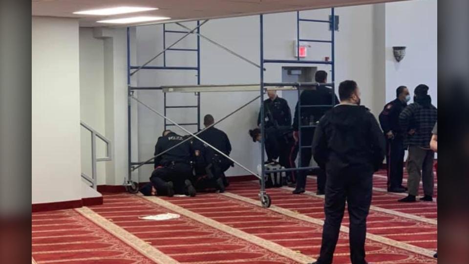Calgary, mosque, knife, Akram Jomaa