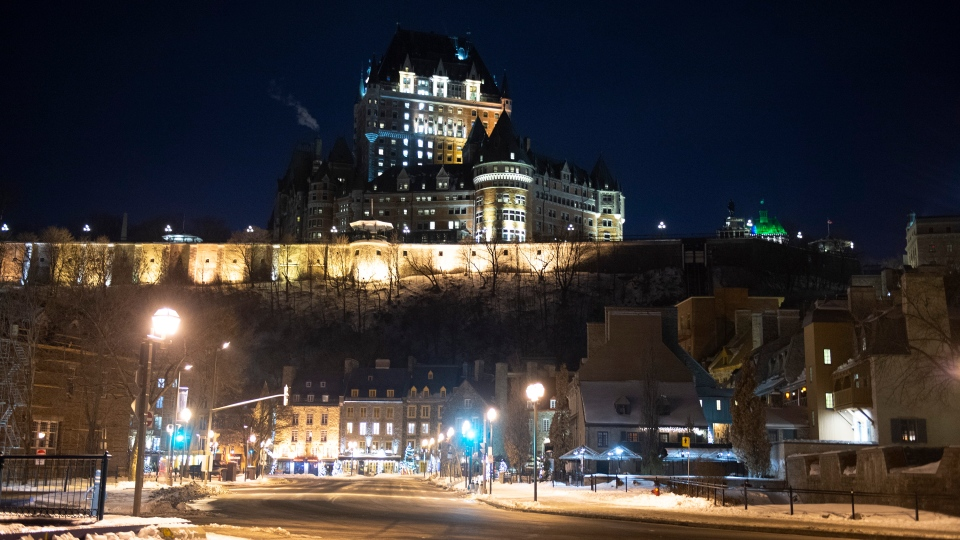 Quebec deserted at curfew begins