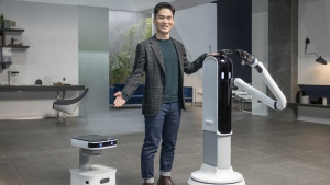 Samsung's smart home announcements include a robot assistant and a vacuum that recognizes objects. (Source: Samsung)