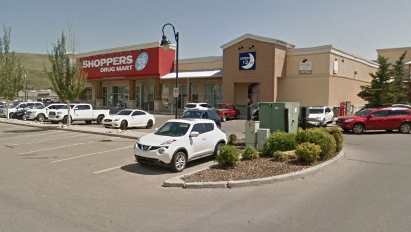 Loblaw Companies Ltd. says a worker at this Shoppers Drug Mart in Cochrane, Alta., tested positive for COVID-19 on Jan. 8. (File/Google Maps)