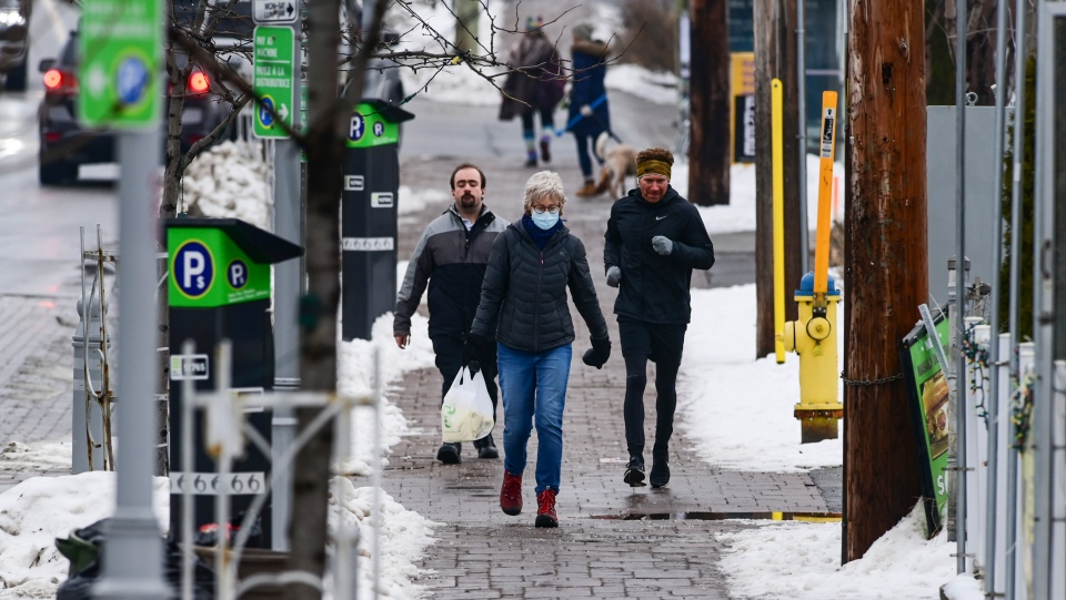 People make their way along Somerset Street during the first day of the Ontario stay home order in Ottawa on Thursday, Jan. 14, 2021. (Sean Kilpatrick/THE CANADIAN PRESS)