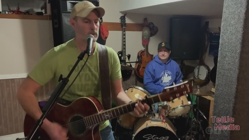 Elliot take trio covers Stompin' Tom Connors song