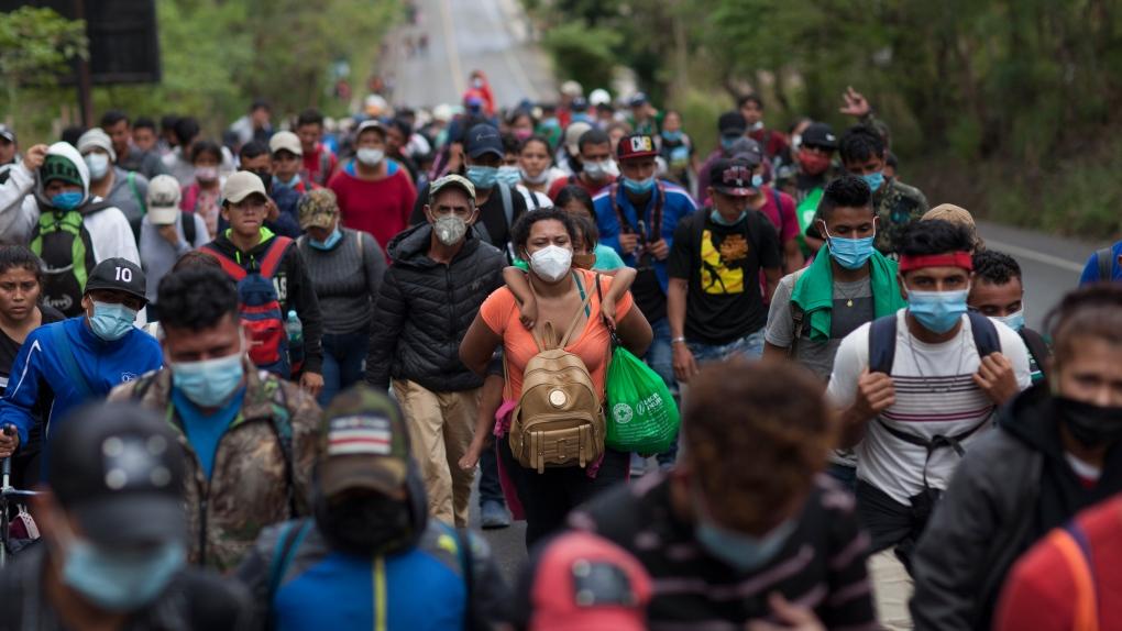 Guatemala tries blocking caravan of 9000 Honduran migrants