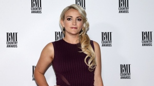 """Jamie Lynn Spears, seen here in 2016, called Tesla """"a secret cat-killer"""" and told CEO Elon Musk that he owes her a couple new feline friends. (Debby Wong/Shutterstock)"""